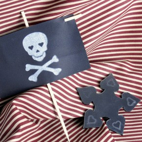 Pirate flag and Shuriken with hearts for a pirate & ninja wedding